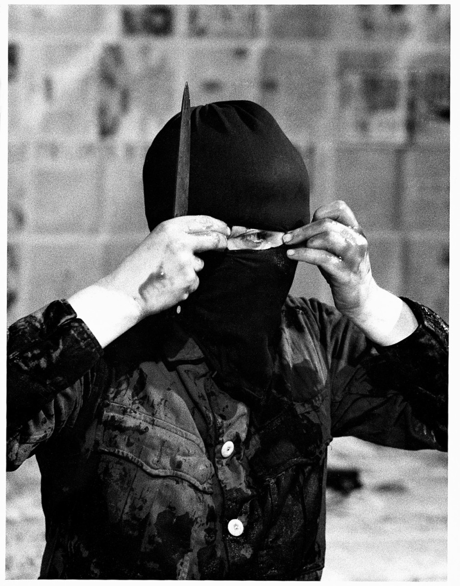 hatoum mona discord performance 1984 divisions plate avant garde sacred discontent prophets jewish ancient contemporary artists meet cube courtesy london