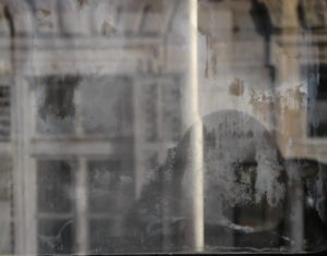 dirty window by Helge Thomas on flickr_crop