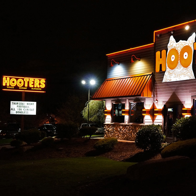 Hooters_Restaurant_square