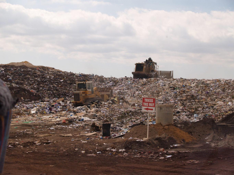 image of landfill via wikimedia commons